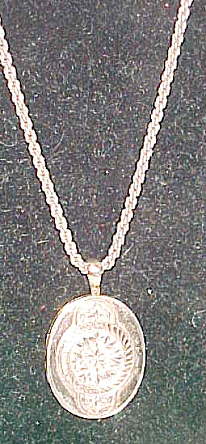 Victorian locket on new chain (Image1)
