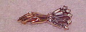 Trifari hand pin (Image1)