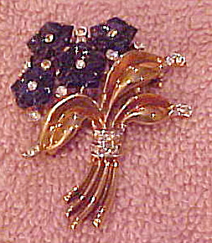 Trifari poured glass flower pin (Image1)