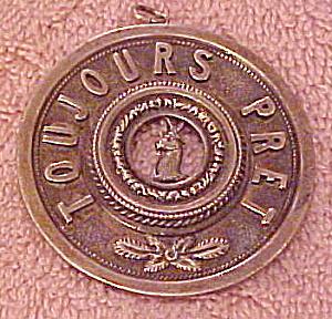 Toujours Pret pendant (Image1)