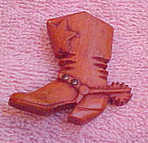 Wood cowboy boot pin (Image1)