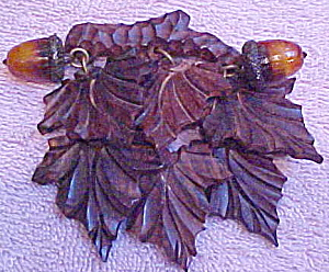 Wood leaves and acorn pin (Image1)