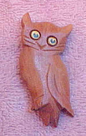 Wood owl pin (Image1)