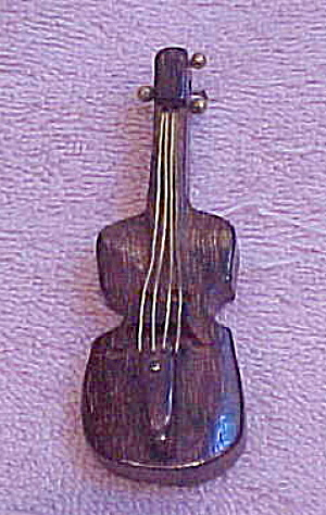 Wood cello pin (Image1)