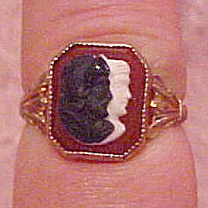 10k ring with glass intaglio (Image1)
