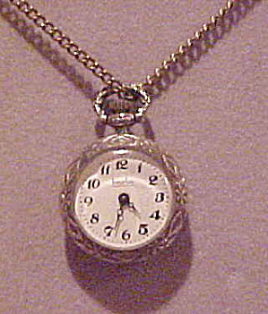 Heurlux pendant watch on chain (Image1)