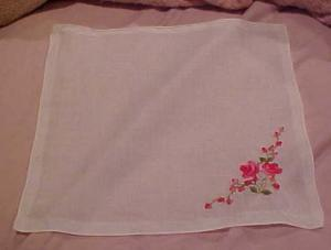 Handkerchief with red roses (Image1)
