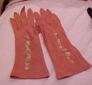 Brown Gloves With Embroidered Flowers