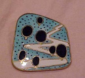 1960's enameled pin (Image1)