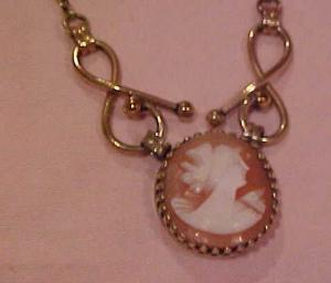 Gold filled shell cameo pendant (Image1)