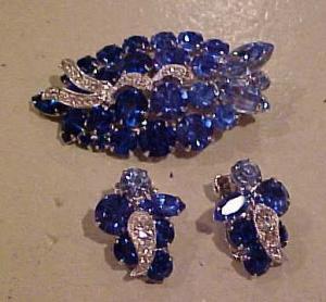 Rhinestone brooch and earrings (Image1)