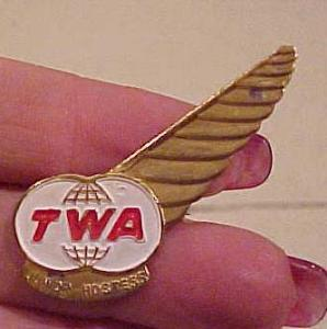 TWA Junior hostess Wings pin (Image1)