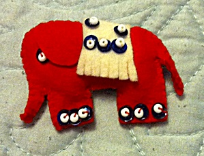 Felt Elephant Pin (Image1)