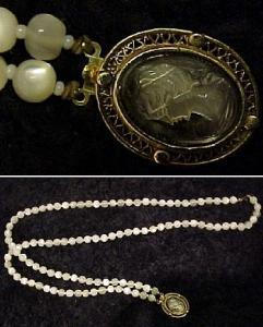 Double strand bead necklace with cameo closure (Image1)