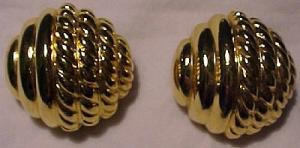 goldtone clipback earrings (Image1)