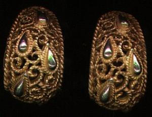 Trifari goldtone filligree earrings (Image1)