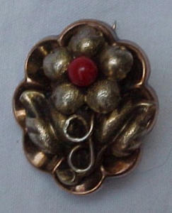 9k victorian pin w/flower design (Image1)