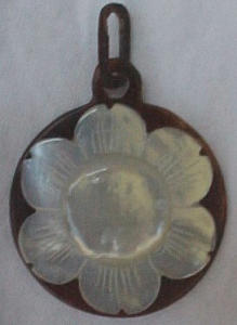 Victorian tortoise & mother of pearl pendant (Image1)