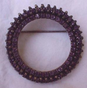 Circular pin with purple rhinestones (Image1)