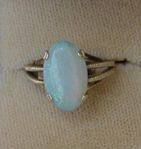 14k gold ring with opal (Image1)