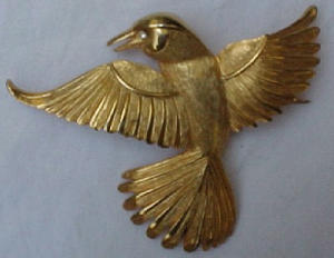 Goldtone flying bird pin (Image1)