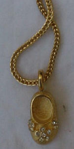 Necklace with shoe charm (Image1)