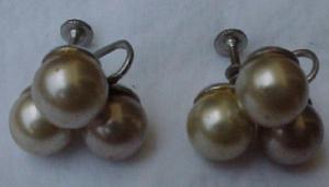 Faux pearl earrings (Image1)
