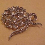 Reja pin with rhinestones and glass