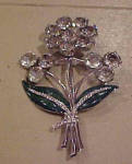 Rhodium flower pin w/rhinestones