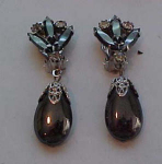 Dangling grey rhinestone earrings