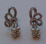 Retro style faux pearl and rhinestone earring