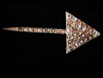 Click here to enlarge image and see more about item l244t: Arrow rhinestone pin