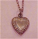 Delicate necklace with heart pendant