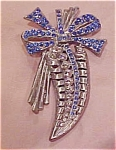 Leaf design pin with rhinestones