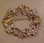 Goldtone wreath pin with faux pearls