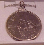 Click to view larger image of Un peso necklace.  1975 (Image1)
