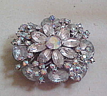 Flower design rhinestone brooch