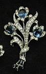 Click here to enlarge image and see more about item x6424: Trifari floral brooch