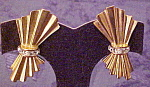 Click here to enlarge image and see more about item x6532: 1980s bow earrings