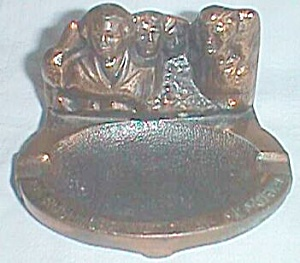 Vintage Mt. Rushmore Souvenir Cast Metal Ashtray  (Image1)