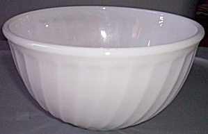 Fire King Ivory Swirl Mixing Bowl (Image1)