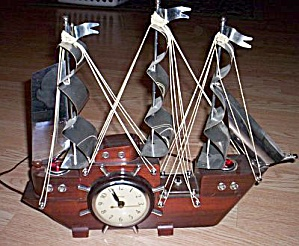 1950�s TV Lamp Clock Sail Ship (Image1)