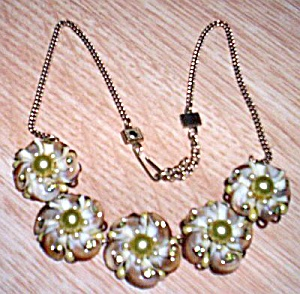 Beautiful Shell Flower Necklace