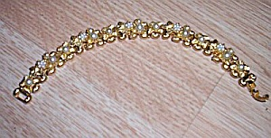 Lovely Floral Faux Pearl Bracelet (Image1)