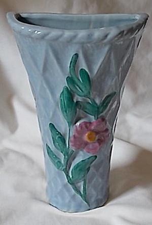 Vintage Wall Pocket Basket Weave w/ Flower (Image1)