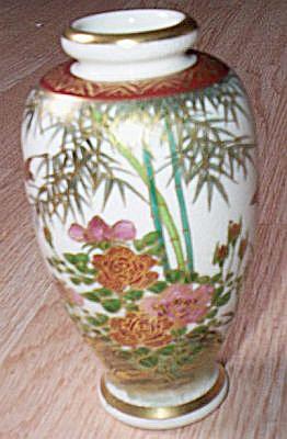Hand Painted Oriental Vase (Image1)