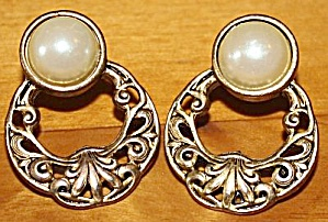 Pair Gold Tone Pearl Earrings Flower Mark (Image1)