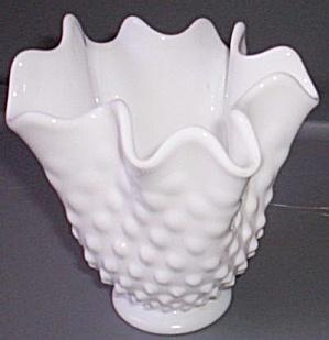 Fenton Hobnail Ruffled Vase (Image1)