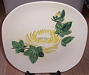 Red Wing Chrysanthemum Dinner Plate