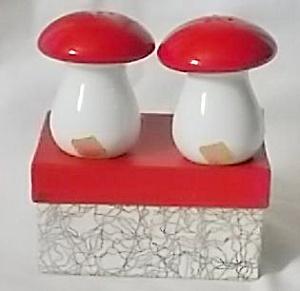 Pair Vintage Mushroom Shakers MIB Otagiri Manufacturing Company (Image1)